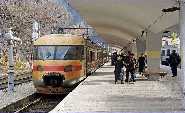 Gruziński pociąg podmiejski (aut. Vasya Bas, CC-BY-0, Wikimedia Commons)