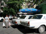 Nosztalgia. A közlekedés kaotikus, minél nagyobb kocsid van, annál nehezebb... Vagy könnyebb, mert nem mernek beléd hajtani... :)