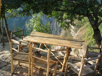Harsnadzor, Tatev közelében: ide nem mernék ittasan kiülni...