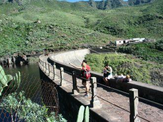 Szerencsére érkezésünk utáni második napon is túráztunk. Ezúttal a Los Amigos diákszálláson megismert magyarországi ismerősünk, a Kata által javasolt útvonalat választottuk: Tenerife fővárosából La Lagunába, a sziget volt adminisztratív központjába
