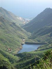 Az első fényképen látott vízgyűjtő gát. Egészen lentről, Santa Cruz de Tenerife fővárosból jöttünk ide fel...
