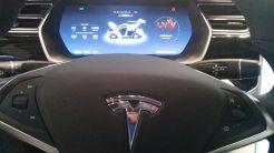 A Tesla elektromos autó műszerfala