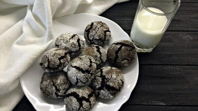 Шоколадне печиво з тріщинами: відео-рецепт