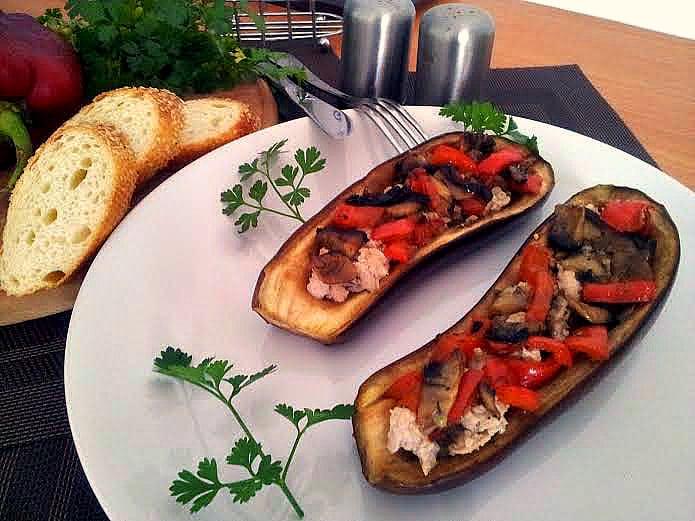 Баклажани, фаршировані м'ясом та овочами