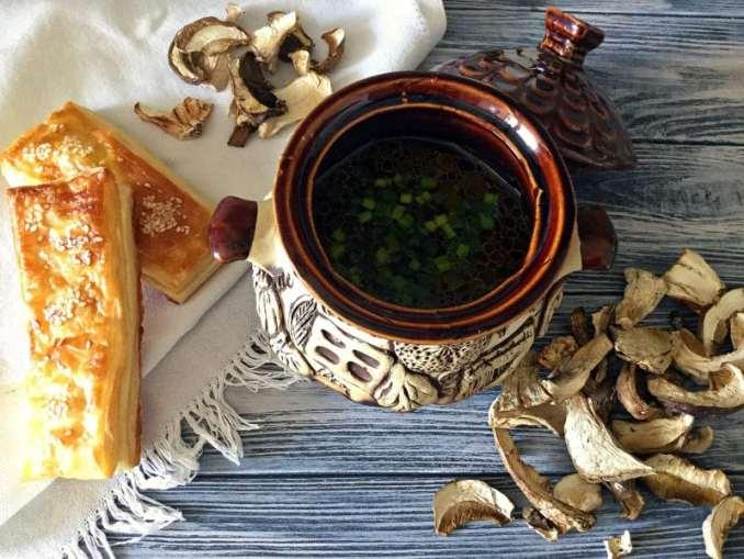 Грибна юшка з білих сушених грибів