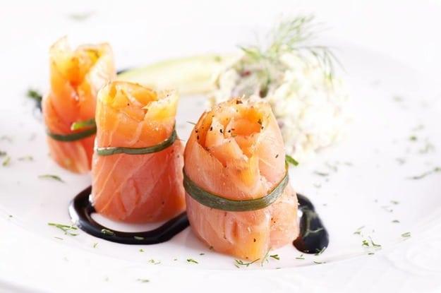 1. Роли з лосося та авокадо