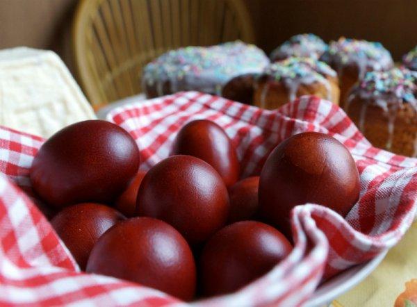 Фарбування яєць цибулевим лушпинням
