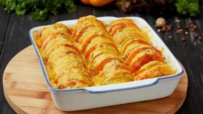 Кабачки с помидорами и картофелем, запеченные в духовке