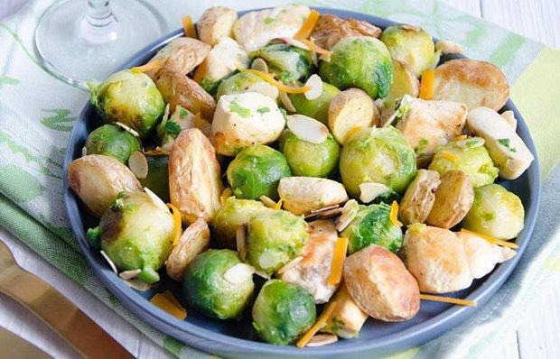 Салат із брюссельської капусти з картоплею і куркою