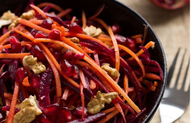 Салат з буряка, моркви і граната