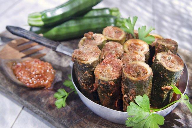 Кабачки з начинкою з індички і овочів