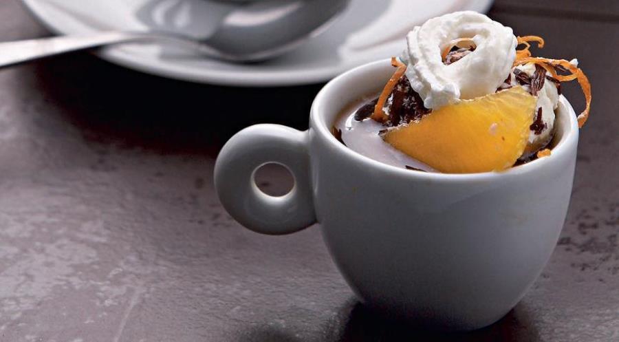 Гарячий шоколад з апельсиновим лікером