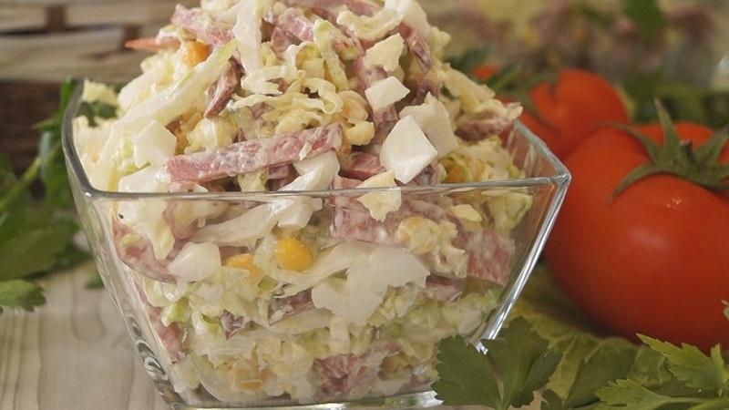 Салат из пекинской капустой и колбасой