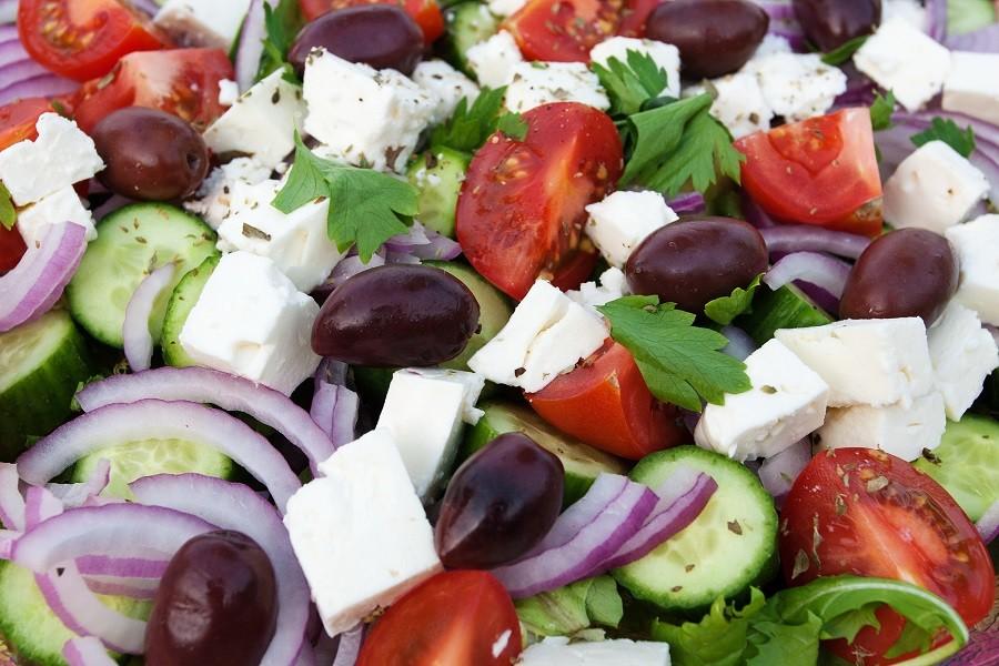РЕЦЕПТИ САЛАТІВ: смачні та легкі ідеї до святкового столу або на вечерю