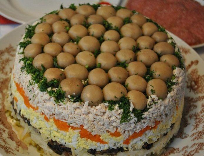 """Рецепти на Новий рік: салат """"Грибна поляна"""""""
