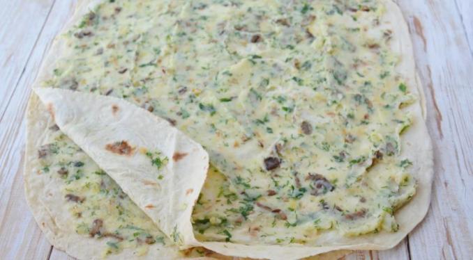 Рулетики з лаваша з картоплею, грибами і зеленню — покроковий рецепт з фото