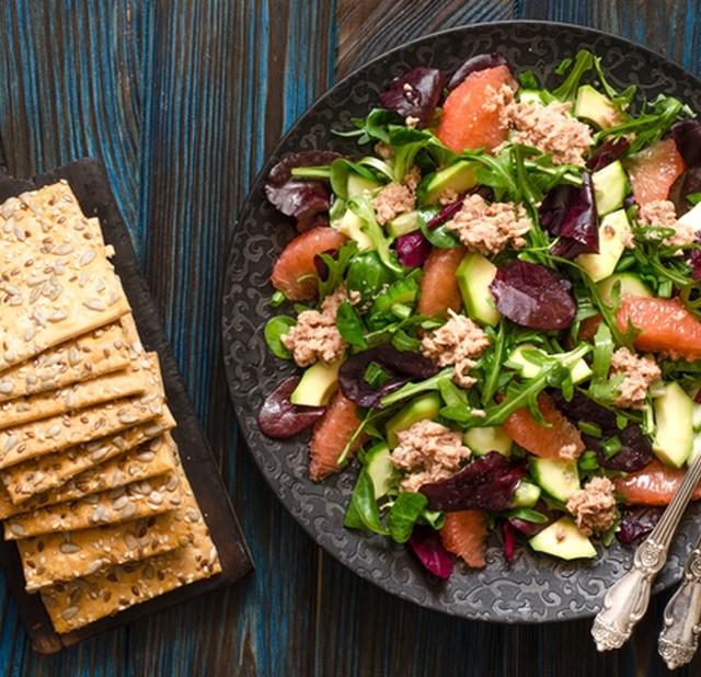 Салат з тунцем і грейпфрутом