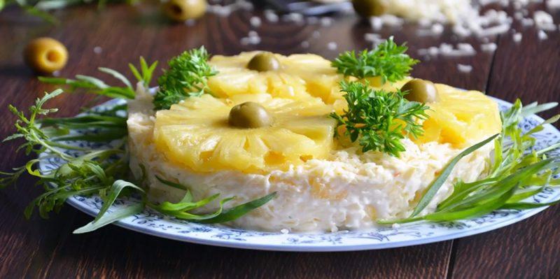 Рецепти на Новий рік - салат з ананасом