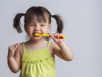 Як навчити дитину чистити зуби: ТОП-5 навчальних мультфільмів