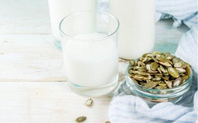 5 видів рослинного молока, які можна приготувати вдома