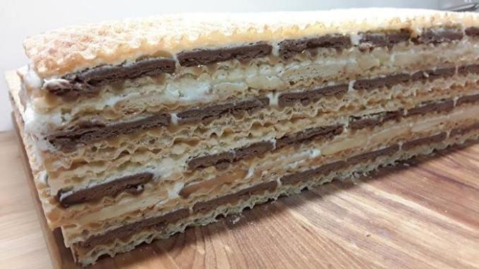 Вафельний торт з сметаною та крекером