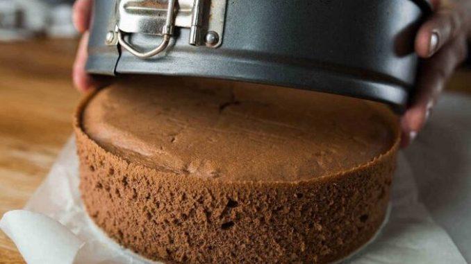 Правильний шоколадний бісквіт для будь-якої випічки — рецепт