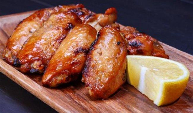 Запечені курячі крильця: 7 простих рецептів