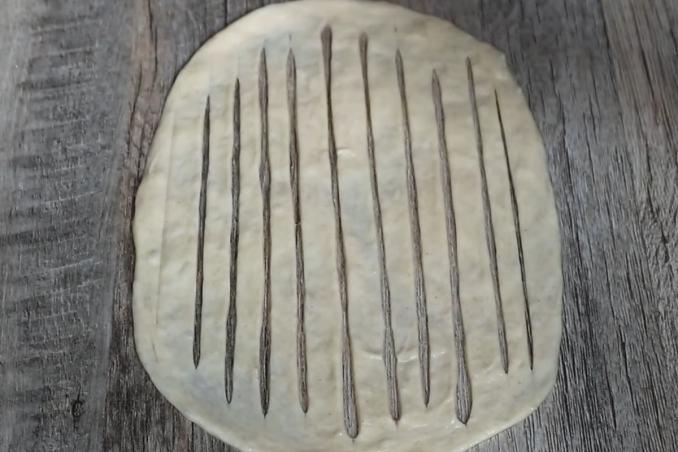 Пухкі булочки з зеленою цибулею — чудове доповнення до супу або бульйону