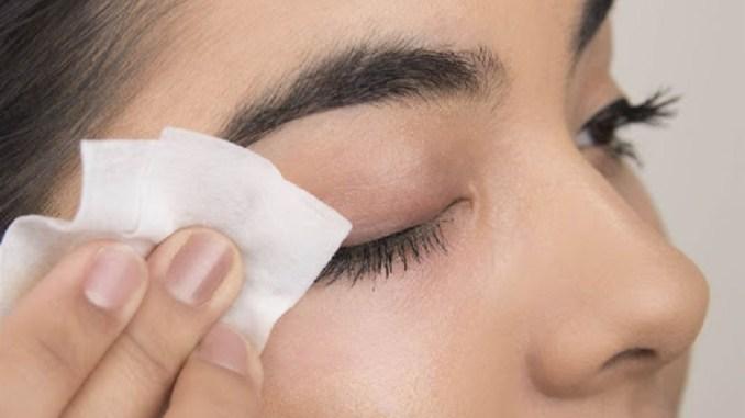 Снимаем макияж правильно: несколько советов