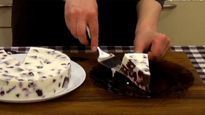 Неймовірний торт-суфле з вишнями. Такого ви ще не їли!