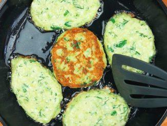 Кабачкові оладки: в тісто додаю багато зелені та вершковий сир. Збережіть рецепт!