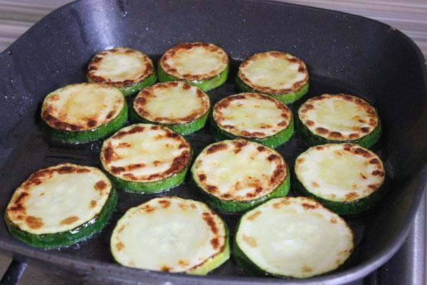 Смажені кабачки з часником і зеленню на зиму