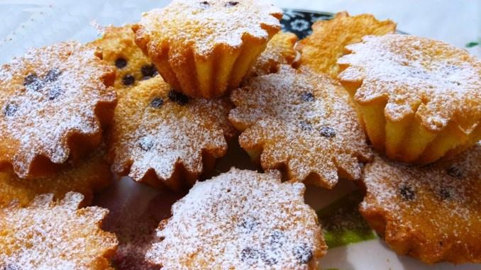 Тісто готується за 5 хвилин — пишні кекси до чаю