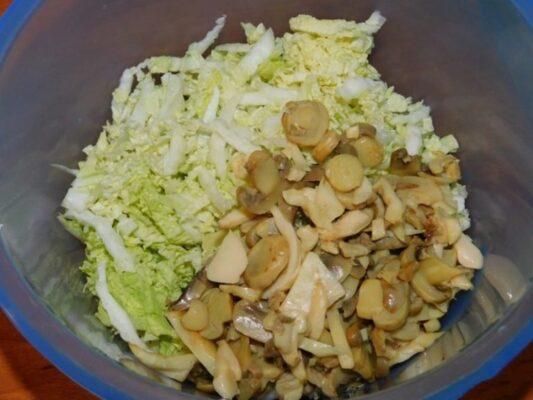 Салат з куркою і шампіньйонами