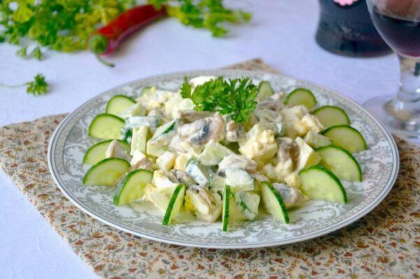 Салат з огірком і шампіньйонами