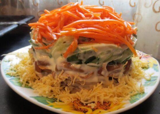 Салат з морквою і шампіньйонами