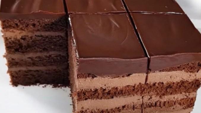 Шоколадні коржі і сирний крем: дивовижний торт, що тане в роті