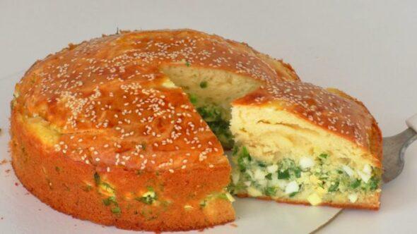 І на свята, на кожен день: апетитний пиріг з яйцями та зеленню