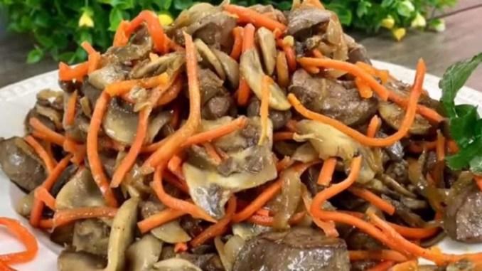 Дуже смачний салат з печінкою і грибами для буднів і свят. Весь секрет - у простих продуктах