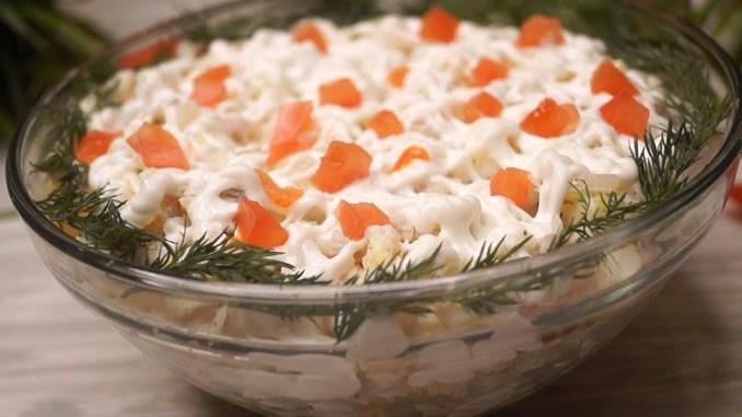 Оригінальний рибний салат. Гості не вгадають, з чого він!