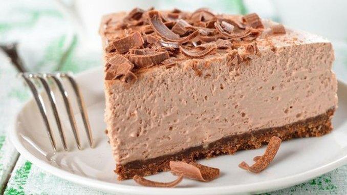 Королівський десерт: дуже ніжний шоколадний торт-суфле без випічки