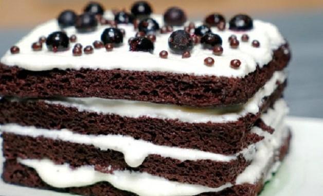 Готую за 4 хвилини третій ранок підряд: смачний торт без борошна і без печива