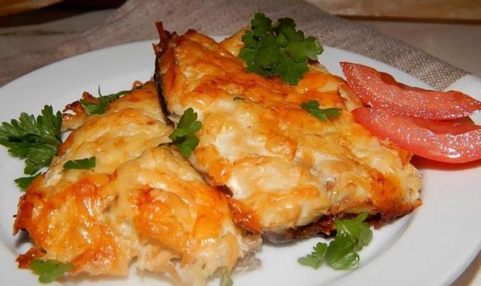 Скумбрія під сиром в духовці: рецепт смачної та корисної страви всього з 2-ох інгредієнтів!