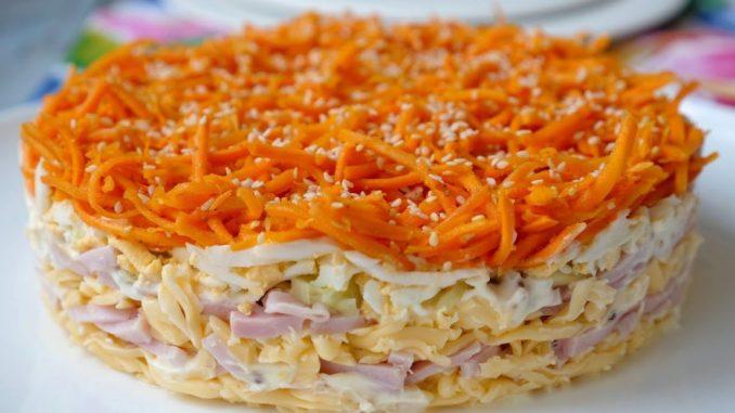 """Ситний і смачний салат """"Виручалочка"""" з простих продуктів. Чудовий рецепт на будь-яке свято"""
