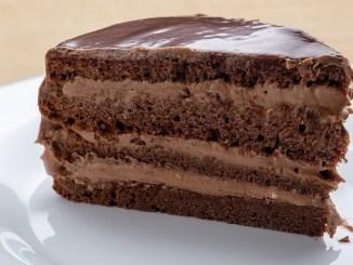 """Дивовижний торт """"Прага"""" по-домашньому: класичний рецепт"""