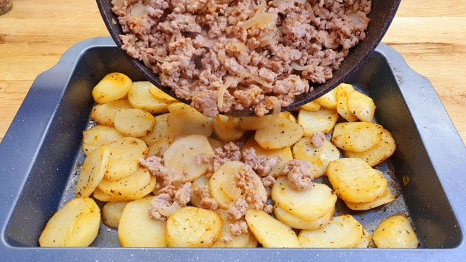 Простий і швидкий рецепт картоплі з фаршем — смачна вечеря за лічені хвилини!