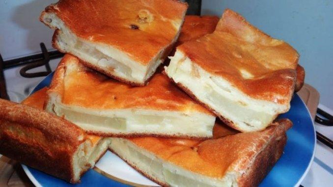 """Беру картоплю та кефір і готую """"Заливний пиріг з картоплею"""". Дуже смачно і ситно!"""