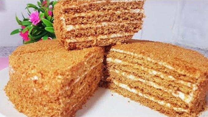 1 яйце + 1 ст.л. меду. Простий та бюджетний медовий торт — готуйте одразу дві порції!
