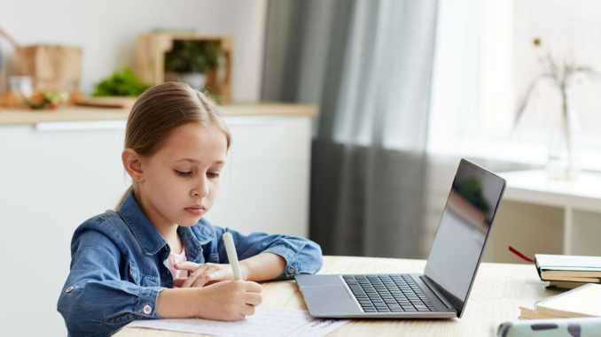5 безкоштовних онлайн-майданчиків, які допоможуть дитині від 2 до 18+ вивчити англійську