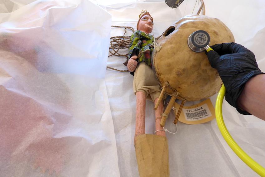 Wie uns ein Stethoskop bei der Museumsarbeit hilft
